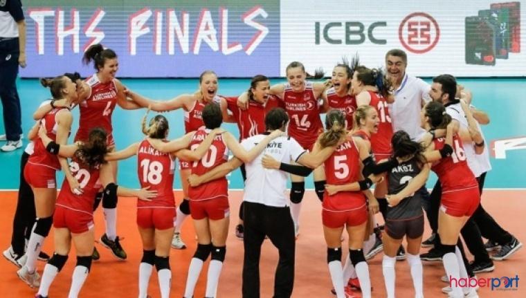 A Milli Kadın Voleybol takımı Çin'i devirerek final maçında galibiyetle başladı