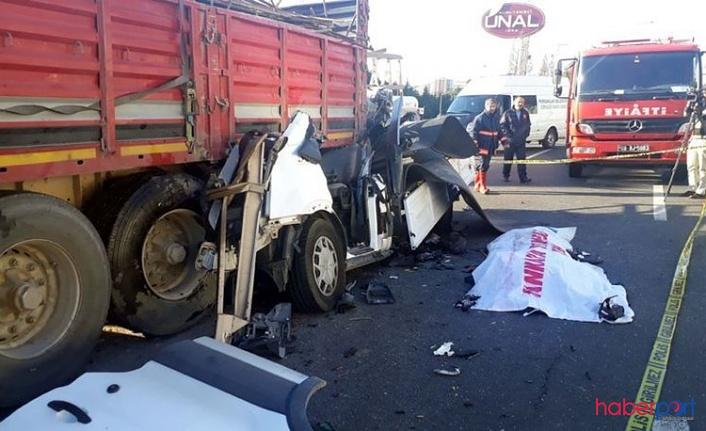 Ankara Pursaklar'da trafik kazası! TIR'a arkadan çarpan kamyonet şöförü hayatını kaybetti