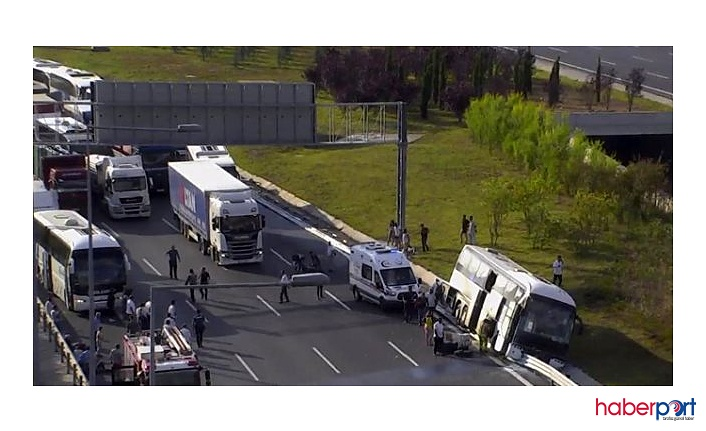 Kontrolü kaybeden yolcu otobüsü Yavuz Sultan Selim köprüsünde bariyerlere çarptı