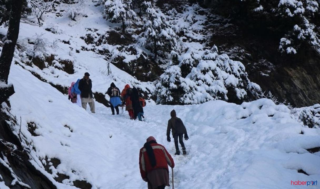 Pakistan'da çığ ve heyelanlara neden olan yoğun kar yüzünden ölü sayısı 57'ye yükseldi