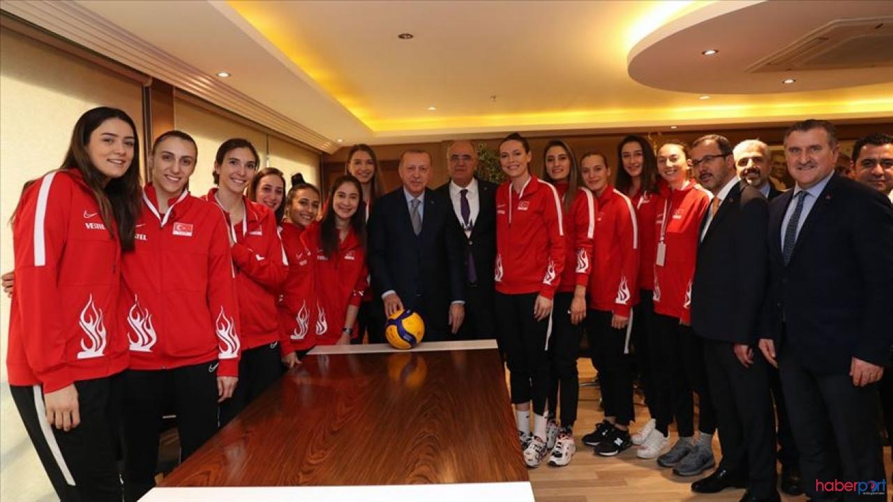 Cumhurbaşkanı Erdoğan ve Filenin sultanlarıyla bir araya geldi