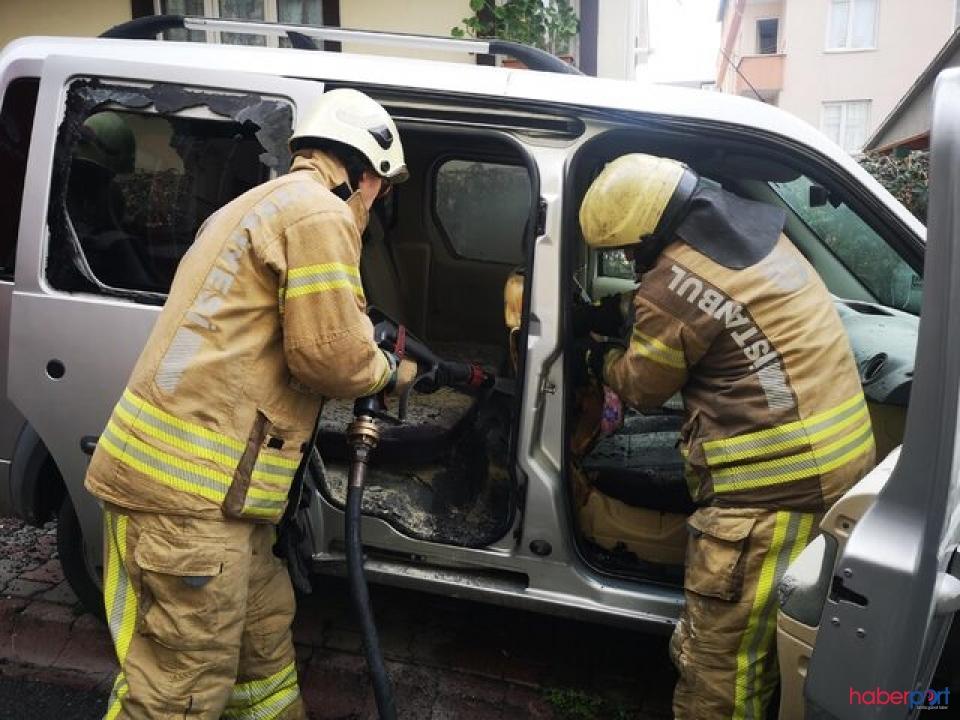 Babasına ait aracın camını kırarak ateşe verdi