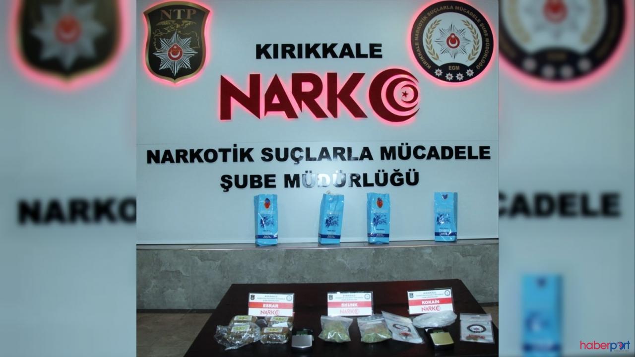 Çay paketlerine gizledikleri uyuşturucularla narkotik polisine yakalandılar