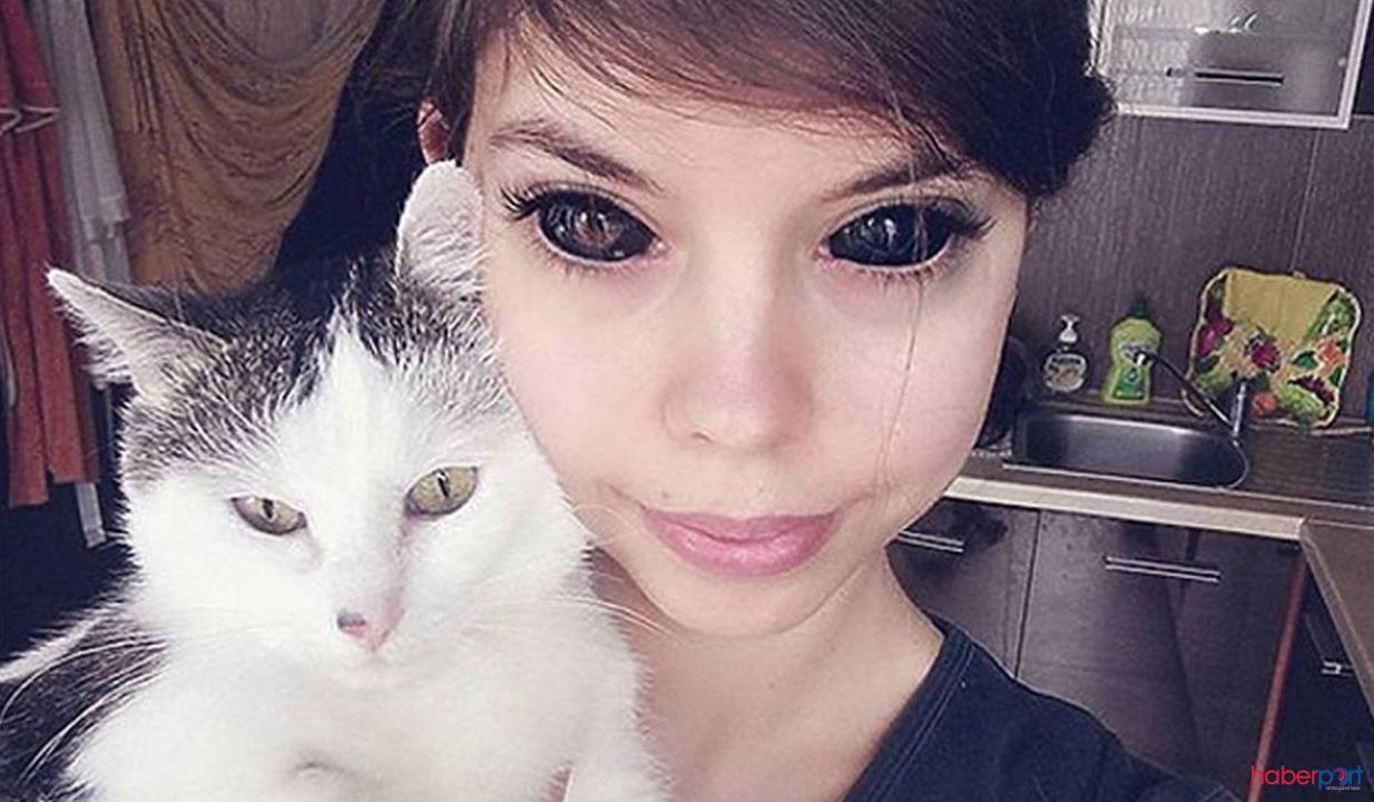 Gözünün içine siyah dövme yaptıran kadın görme yetisini kaybetti