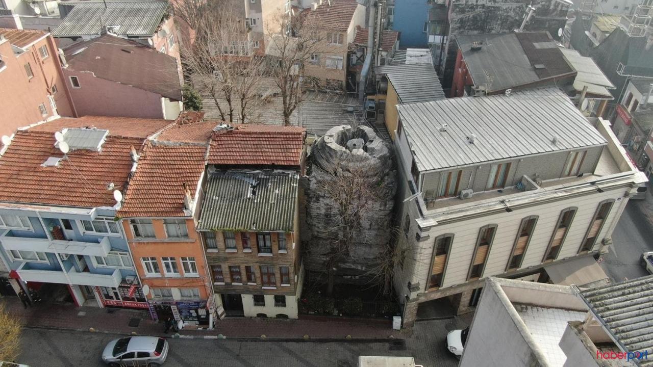 İstanbul'da 16 asırlık tarih, iki binanın arasına sıkışıp kaldı