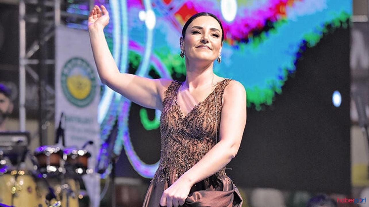 Şarkıcı Sevcan Orhan'ın Mehmetçik mesajı takdir topladı
