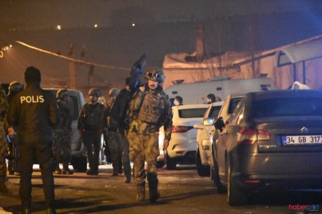 Sivas'ta polisten kaçan firari çatıya kaçtı