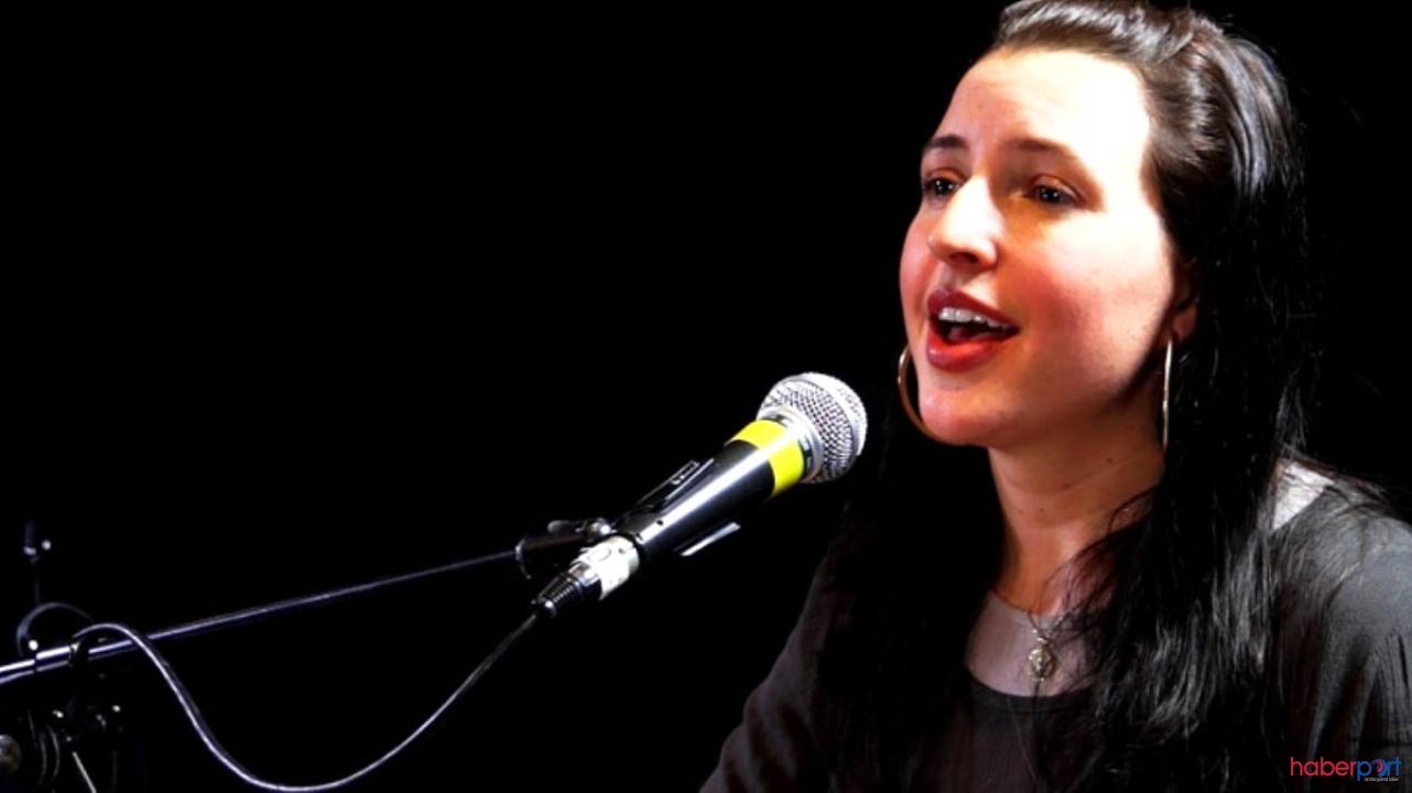Amerikalı şarkıcı Jennifer Grout'dan şaşırtıcı ''Ayet-el Kürsi'' tilaveti: