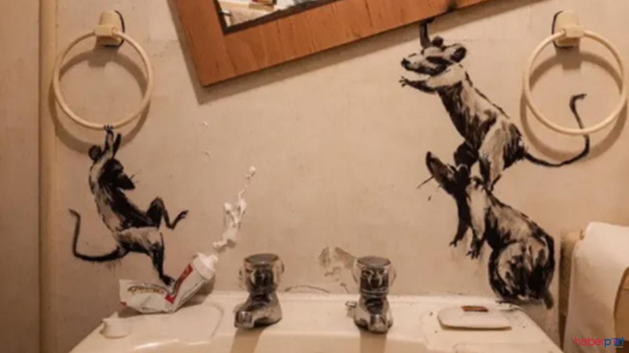 Grafiti sanatçısı Banksy sokak sanatını evinin banyosuna taşıdı