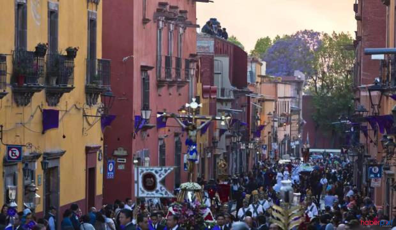 Meksika koronavirüs dinlemedi, binlerce kişi Paskalya ayinine katıldı
