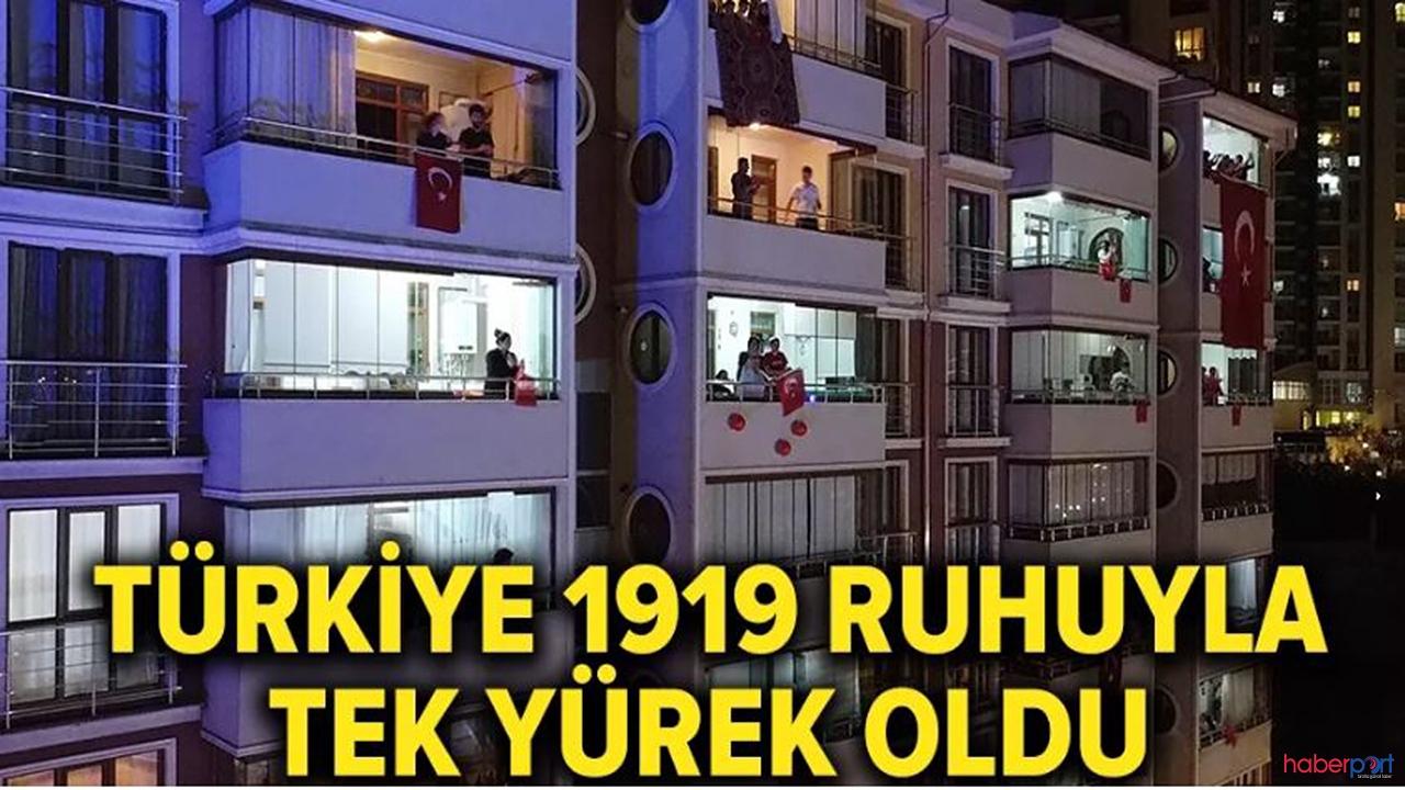 Saatler 19.19'u gösterince Türkiye tek yürek oldu