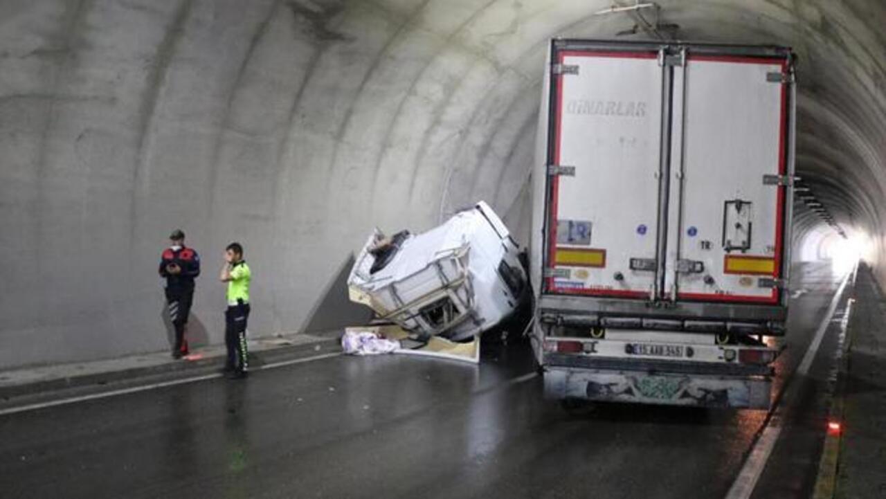 Afyonkarahisar-Antalya karayolunda kaza sebebiyle ulaşım verilemedi
