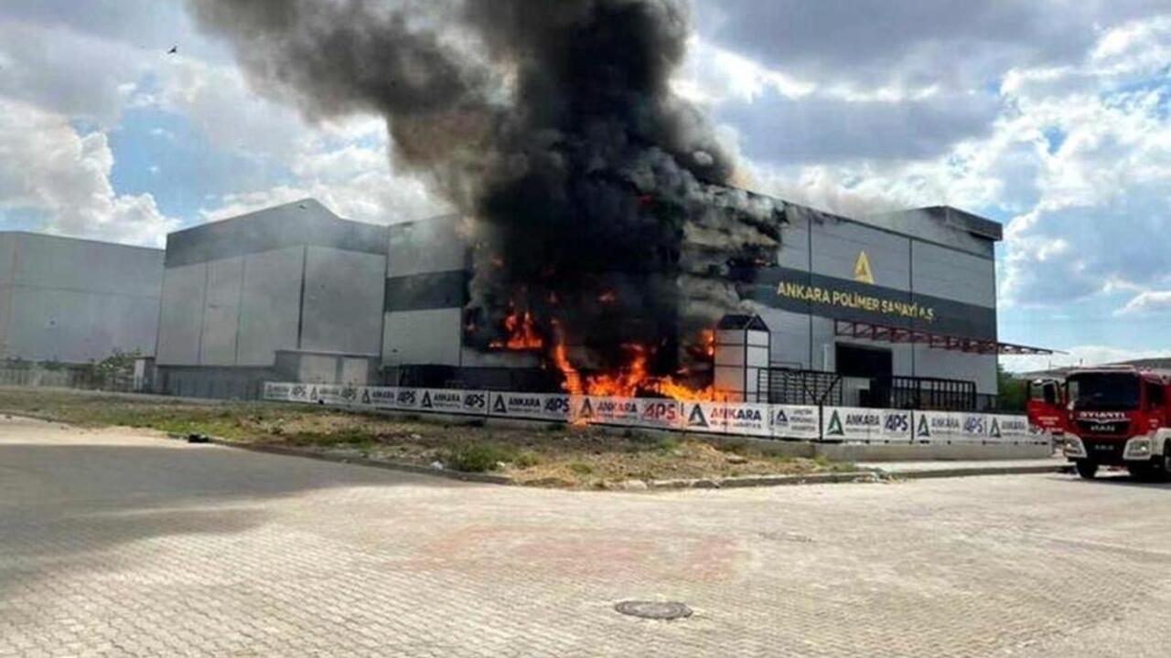 Ankara Organize Sanayi Bölgesi'nde plastik imalat fabrikasında yangın