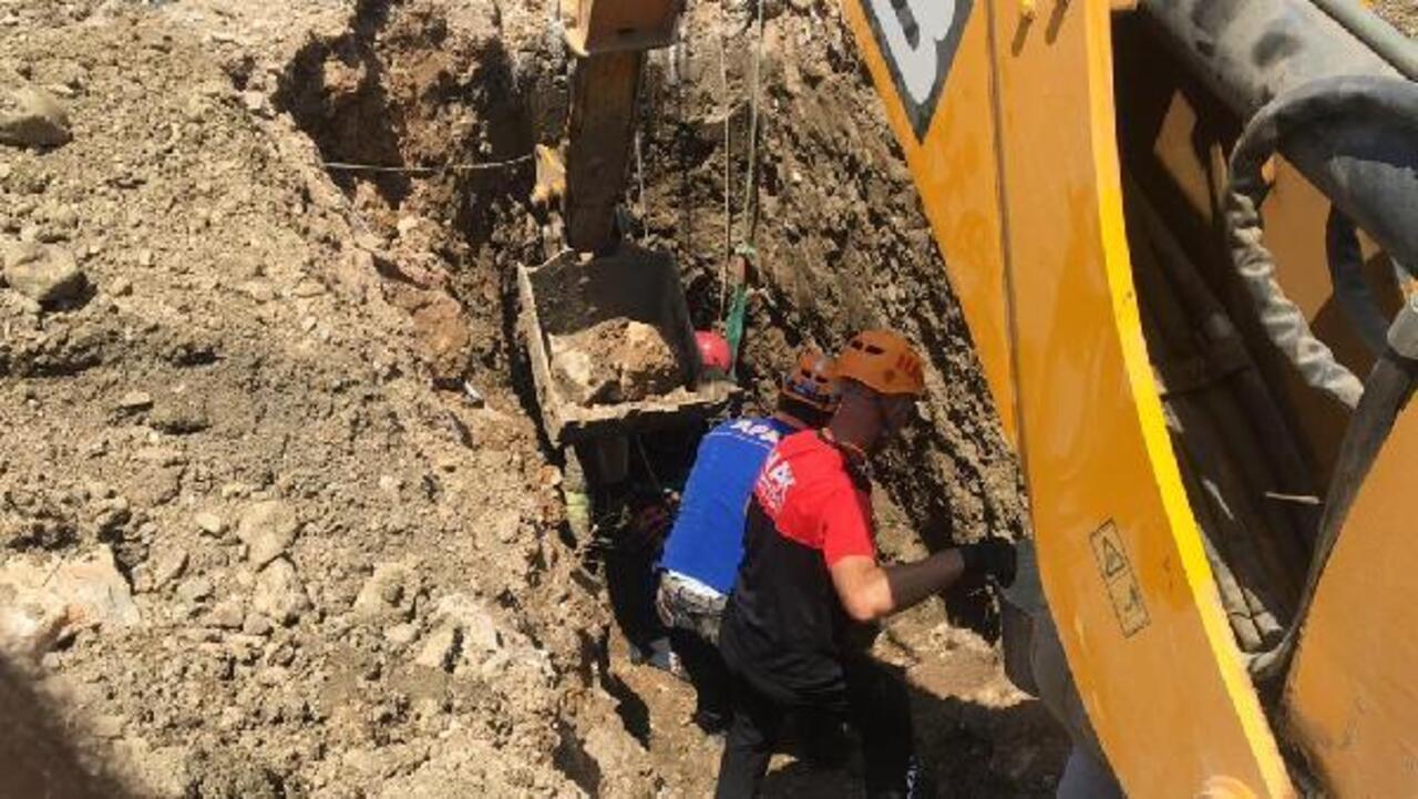 Bursa'da göçük altında kalan firma sahibi 2 saatlik çalışma sonrasında kurtarıldı