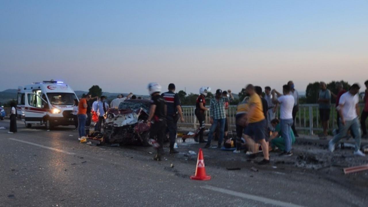 Çanakkale'de feci kazada çok sayıda ölü ve yaralılar var