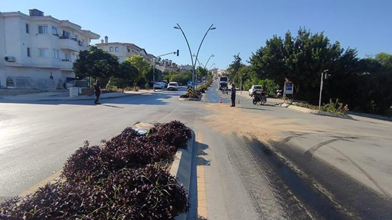 Datça'da yol dökülen yağ nedeniyle 8 motosiklet kaza yaptı