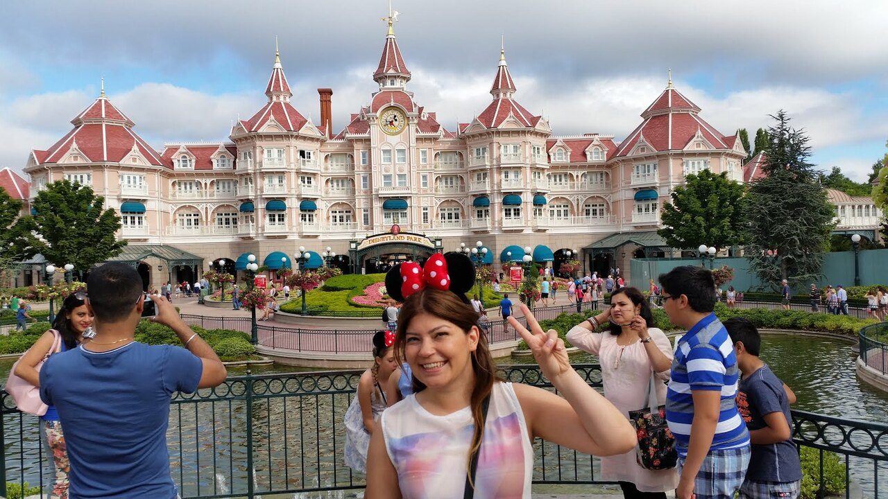 Disneyland yeniden ziyaretçi almaya başladı