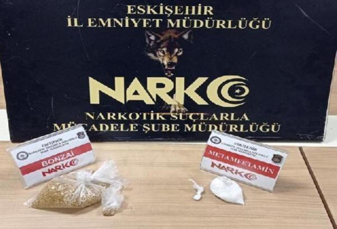 Eskişehir'de 3 uyuşturucu satıcısı suçüstü yakalandı