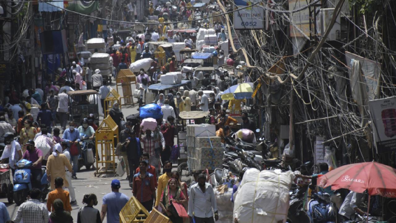 Hindistan'da koronavirüs vakaları düşüş göstermeyi sürdürüyor