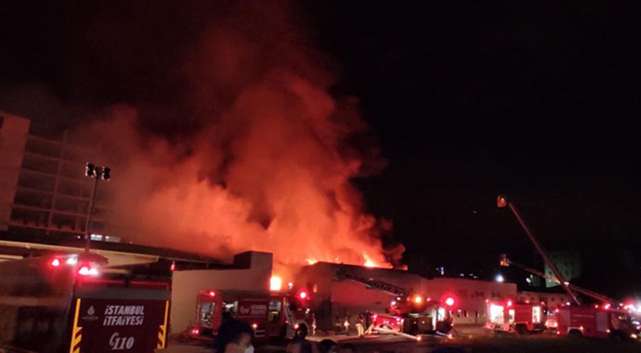 İstanbul Küçükçekmece'de kağıt ve ambalaj fabrikasında yangın!