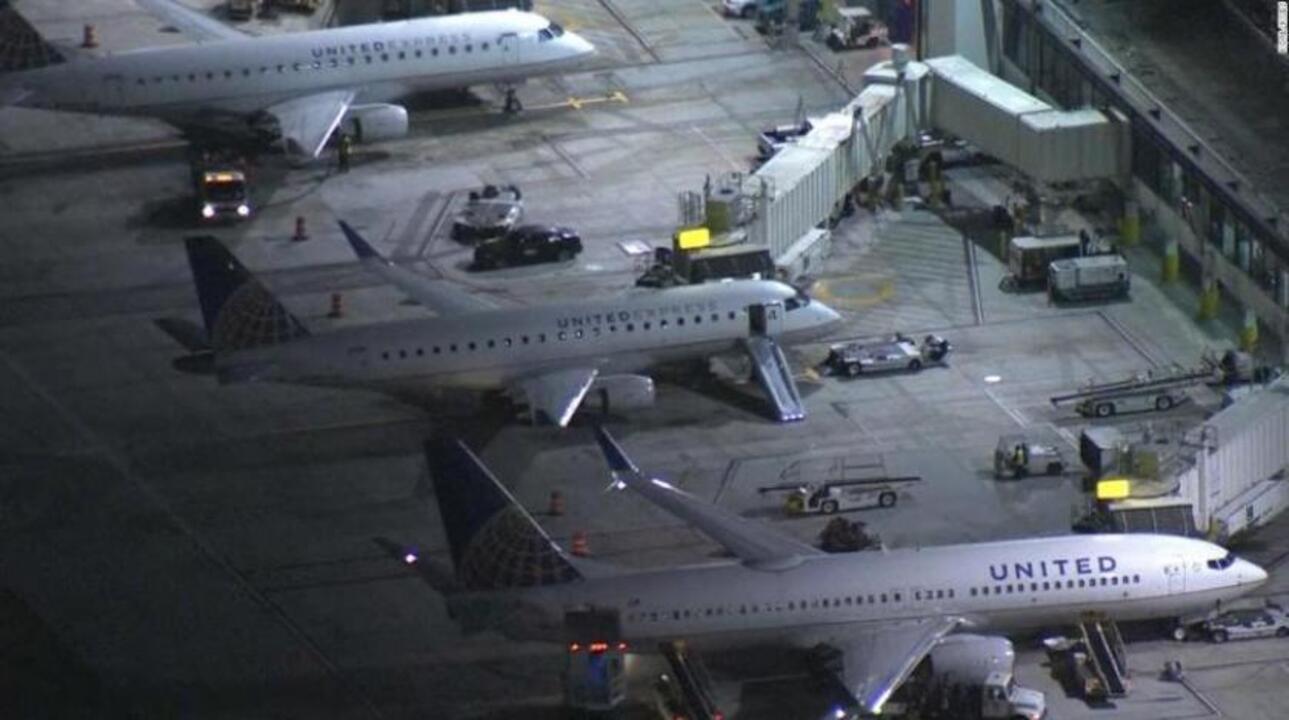 Los Angeles'ta bir yolcu, kalkış sırasında uçaktan atladı