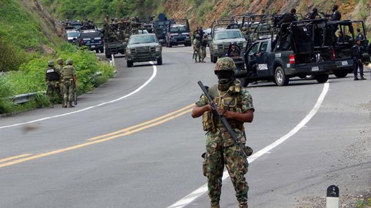 Meksika'da çeteler birbirleriyle çatıştı