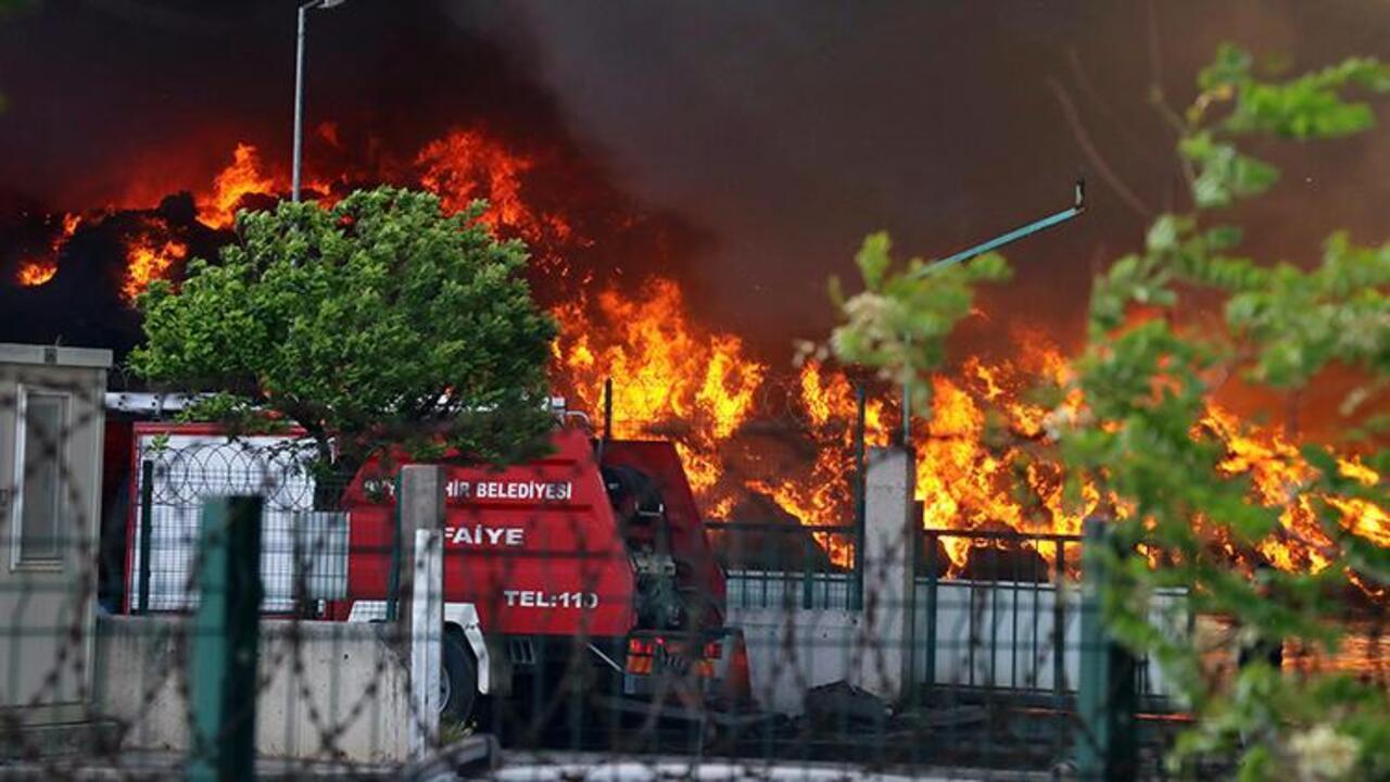Osmaniye'de geri dönüşüm fabrikasında yangın!