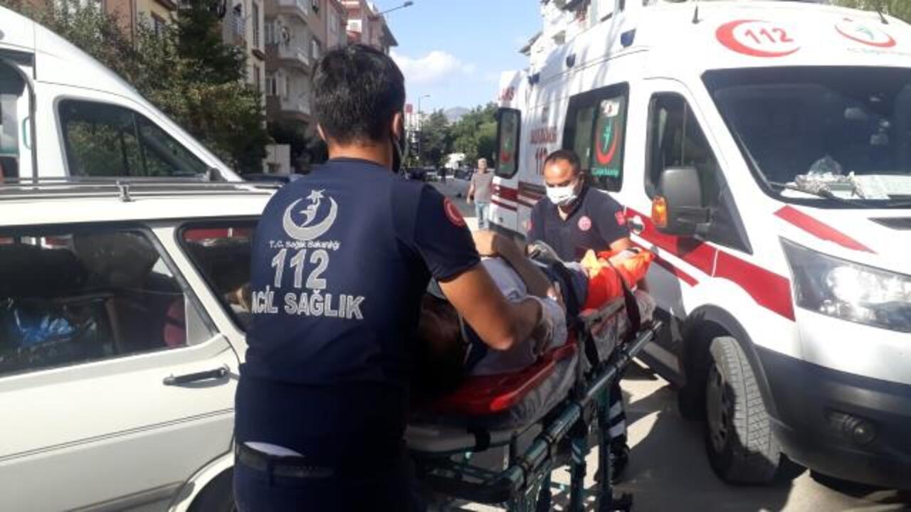 Otomobil ile motosikletin çarpışması sonucu 4 kişi yaralandı