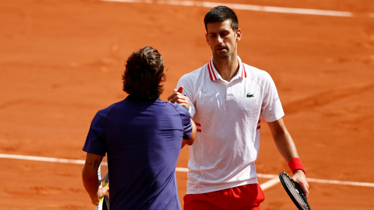 Rakibi sakatlanan Novak Djokovic çeyrek finale yükseldi!