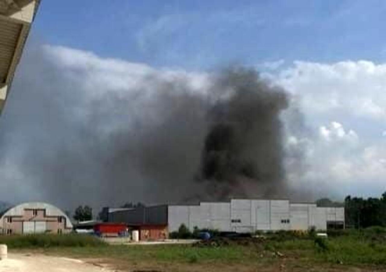 Sakarya'da korkutan fabrika yangını!