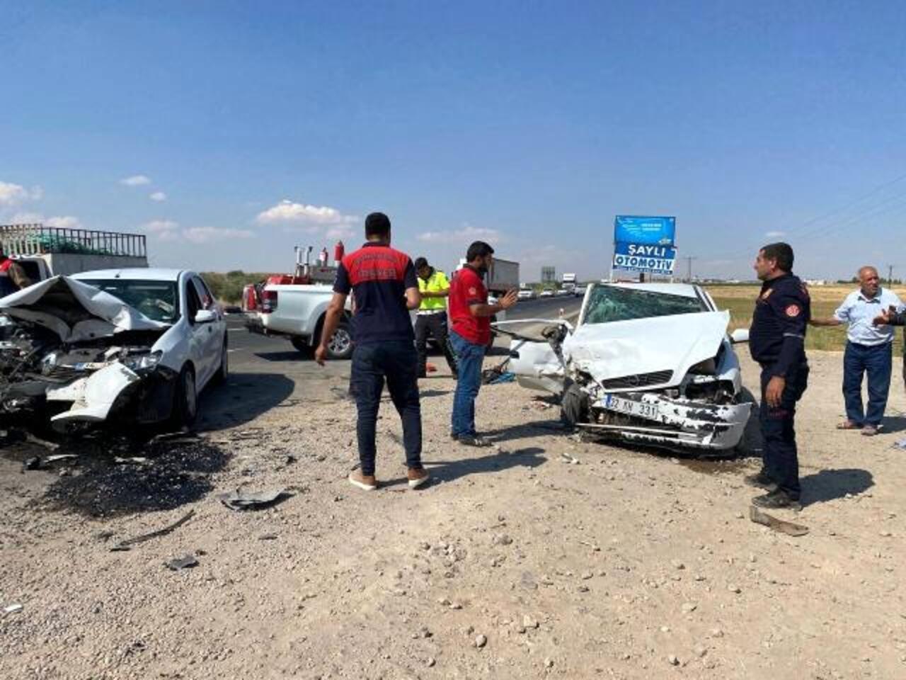 Şanlıurfa'da iki otomobilin çarpışması sonucu 7 kişi yaralandı