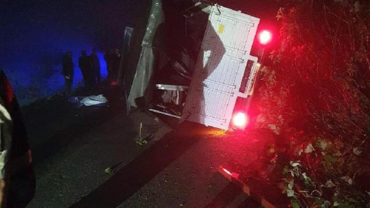Trabzon'da yayla dönüşü kamyon devrildi: 1 ölü, 3 yaralı