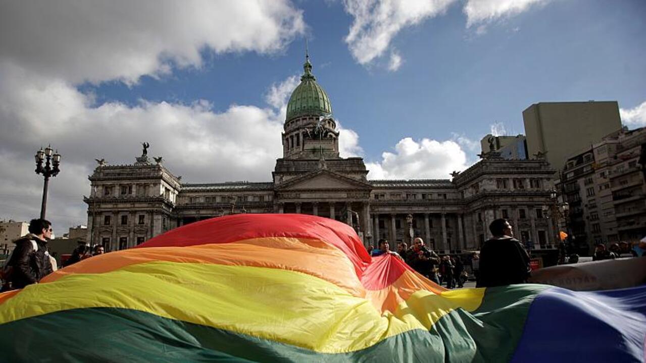 Arjantin, kimliklerdeki kadın-erkek ibaresini kaldırıyor