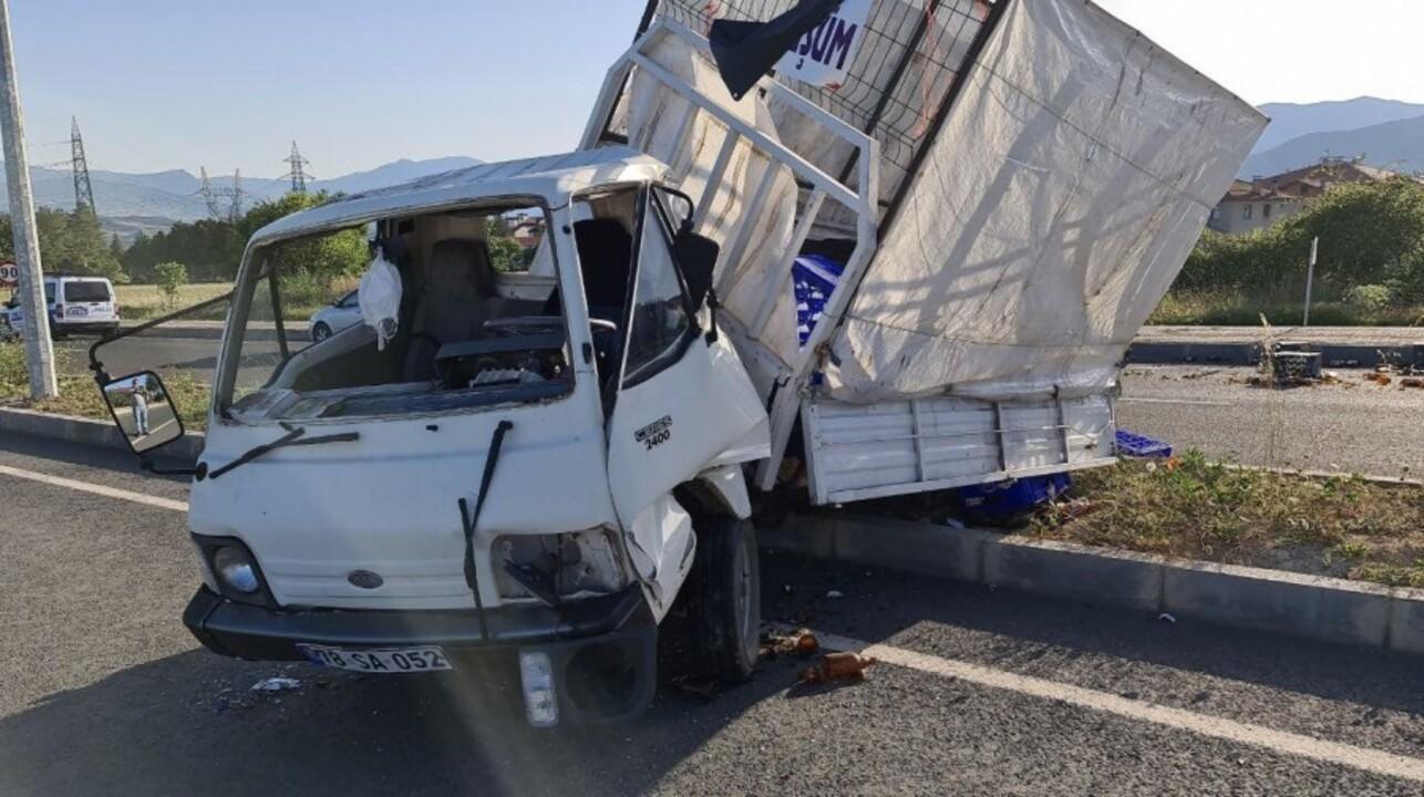 Beton mikseri ile kamyonetin çarpışmasıyla gerçekleşen kazada çok sayıda yaralı var