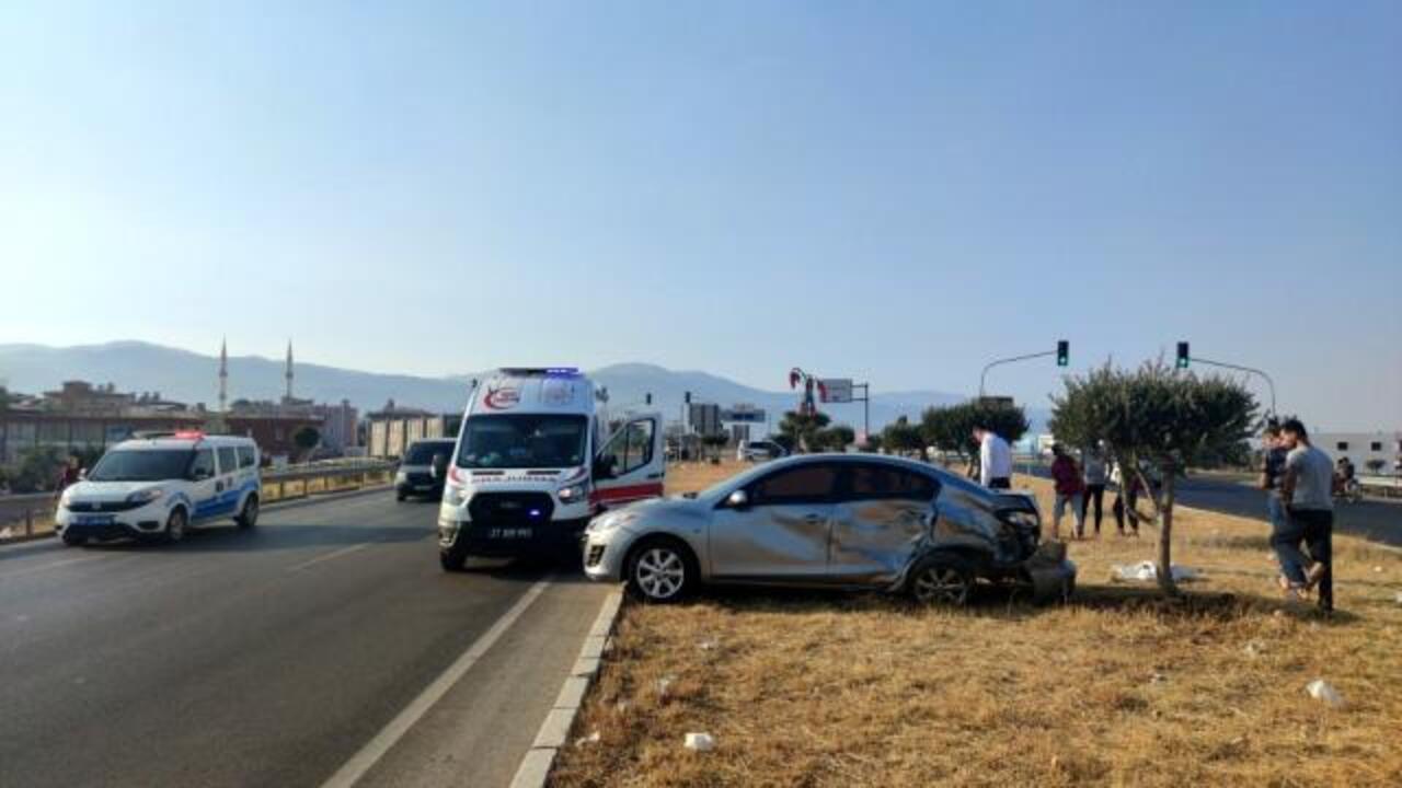 Gaziantep'te cip ve otomobilin çarpıştığı kazada 2 kişi yaralandı