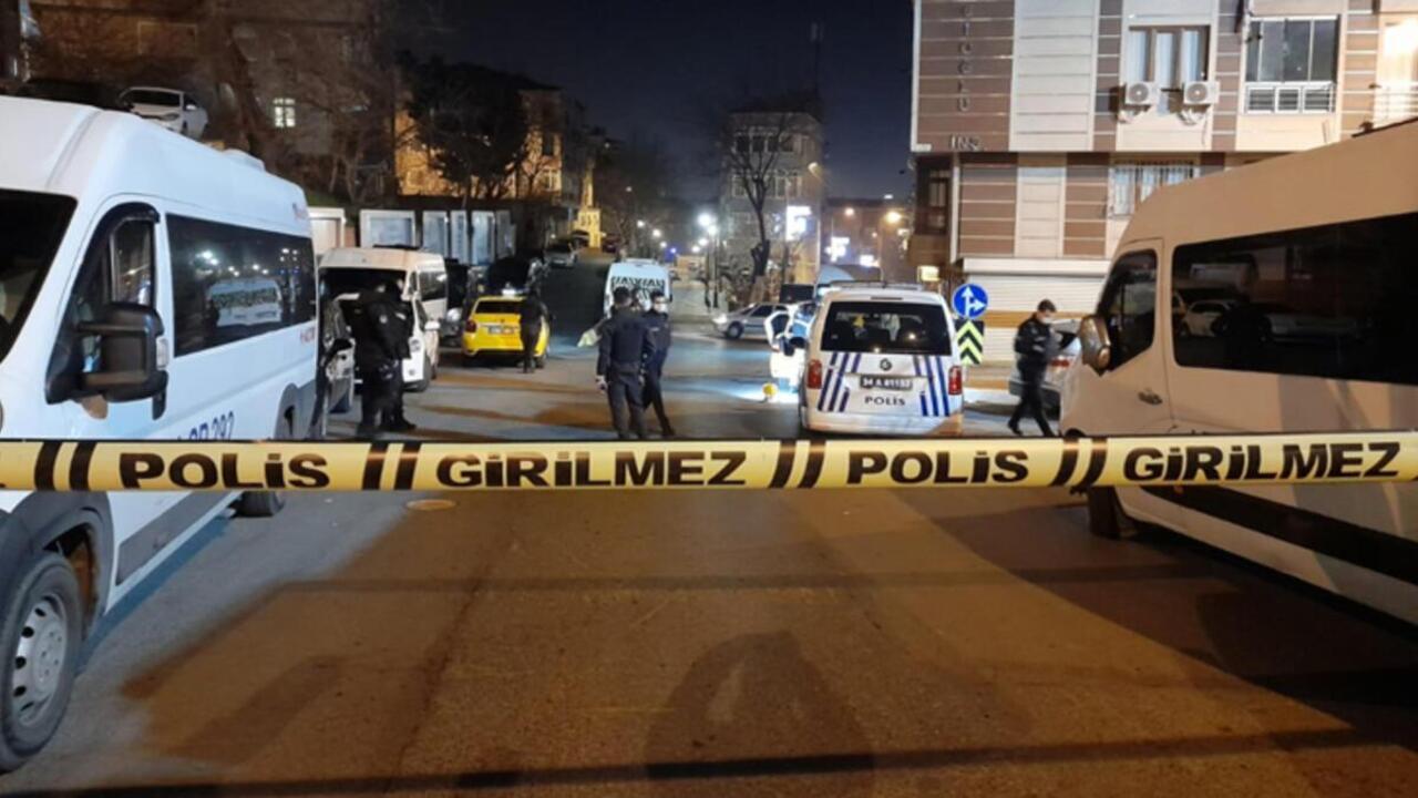 Gaziosmanpaşa'da polisten kaçan şüpheliler İETT otobüsüne çarptı