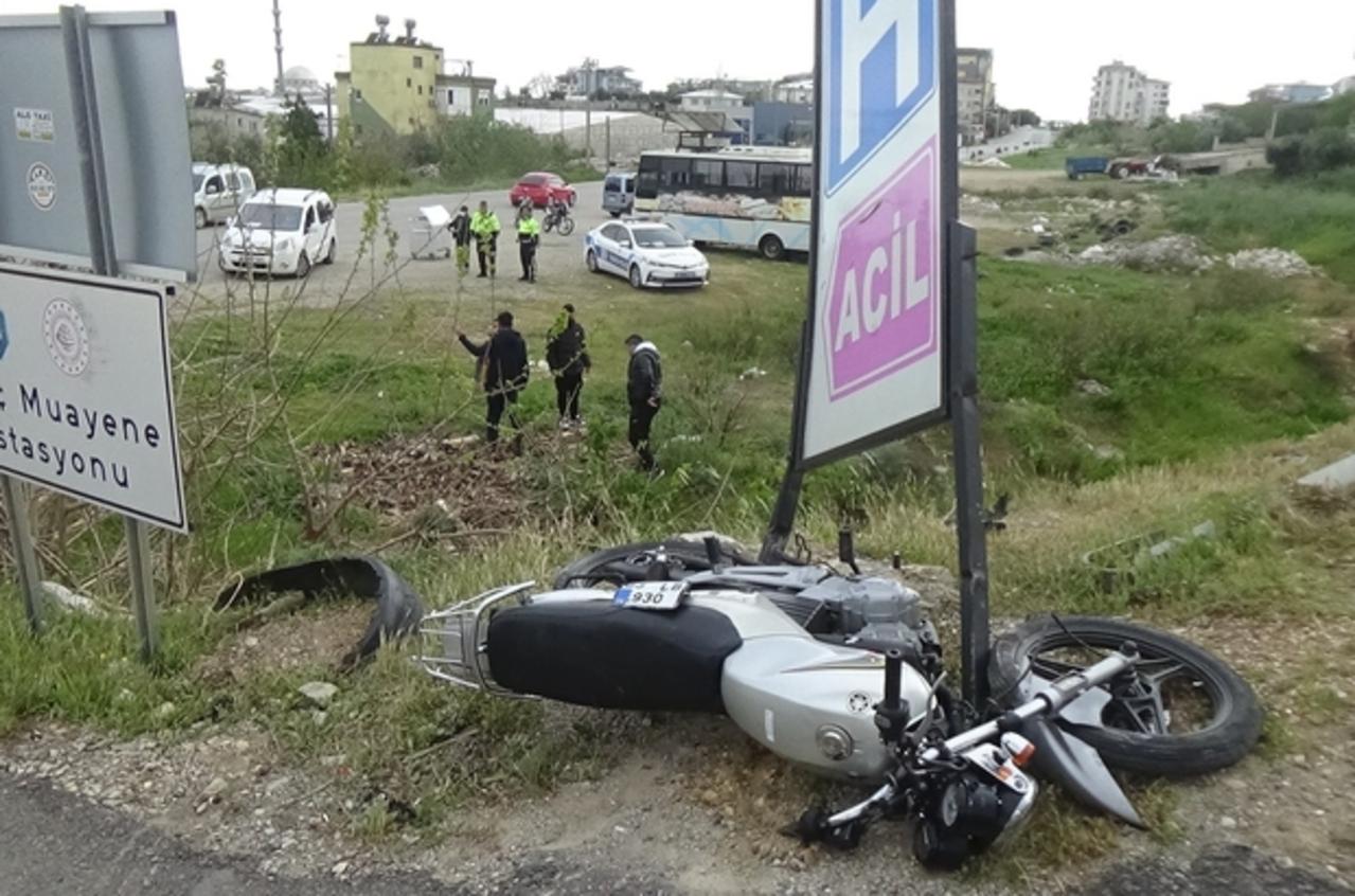 Mersin'de otomobil ile motosikletin çarpıştığı kazada bir kişi hayatını kaybetti, bir kişi yaralandı