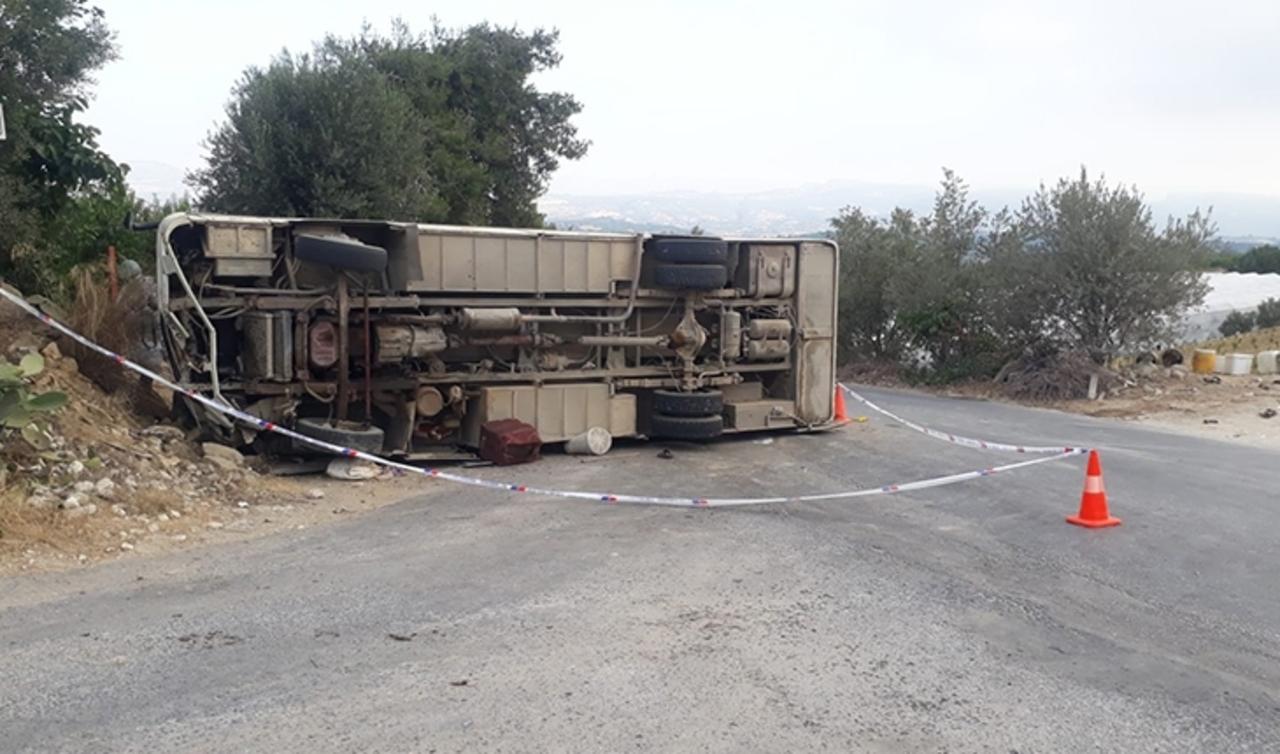 Mersin'de tarım işçileri taşıyan minibüsün freni patladı: 1 ölü 14 yaralı
