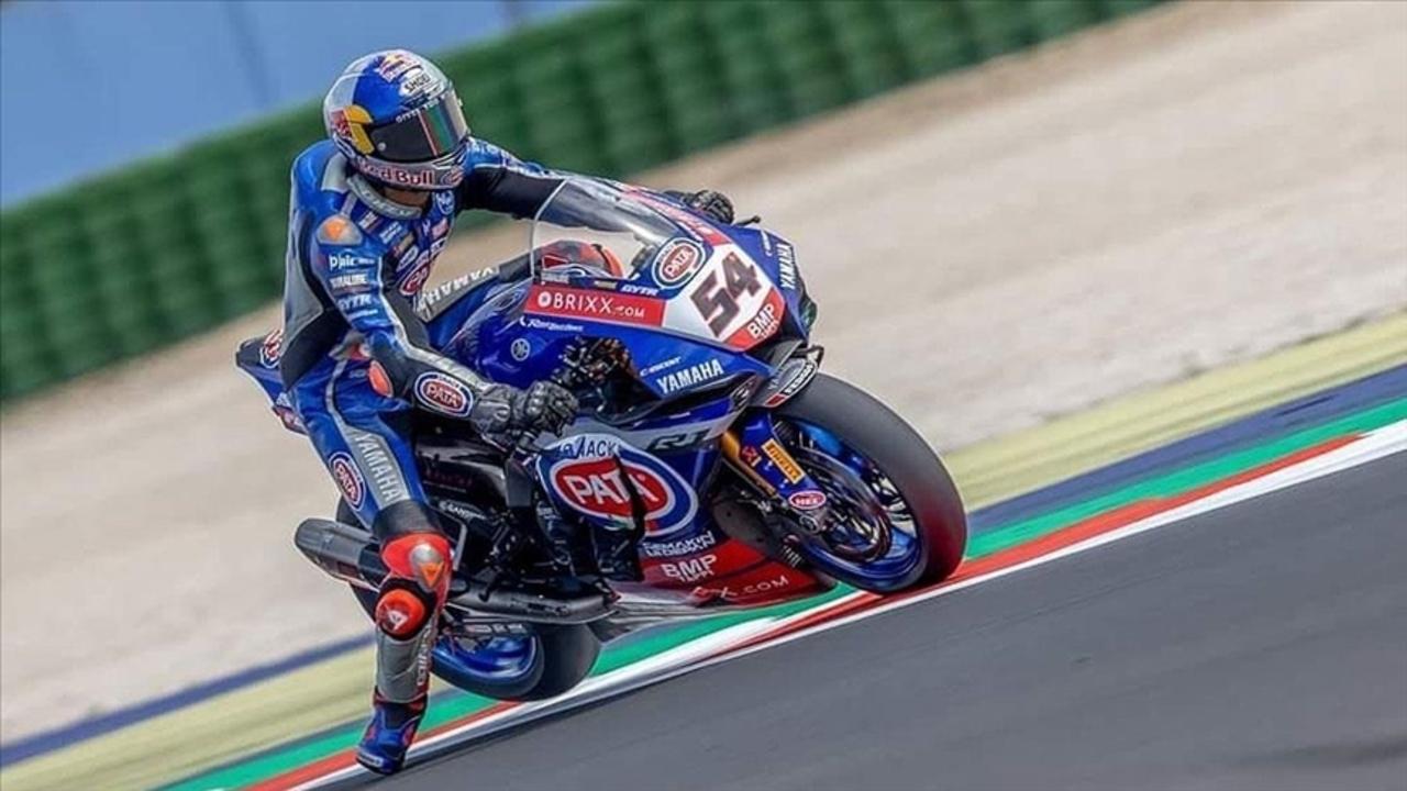 Milli motosikletçi Toprak Razgatlıoğlu İngiltere'de sezonun dördüncü yarışında birinci oldu