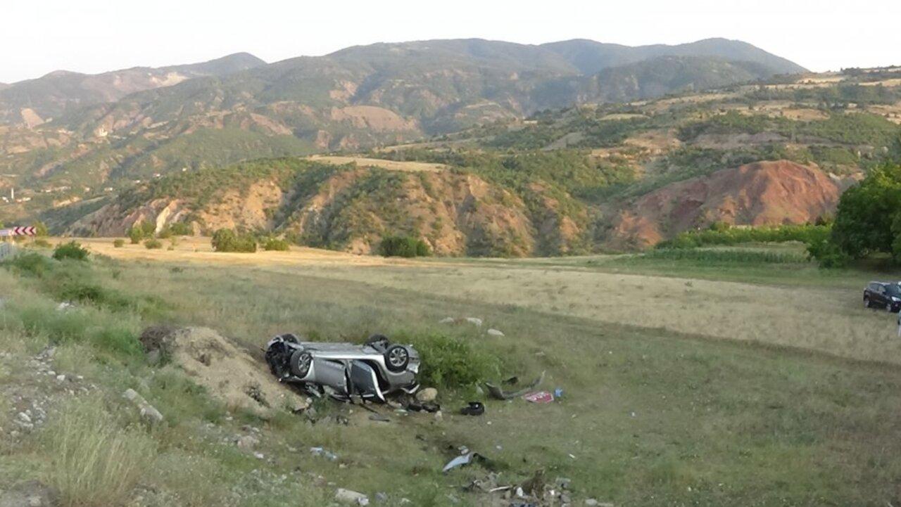 Sivas'ta kontrolden çıkan otomobil şarampole yuvarlandı: 3'ü çocuk 6 yaralı