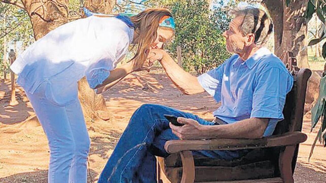 Ülkesi Brezilya'ya dönen oyuncu Jessica Mayıs, babasıyla bayramlaştı