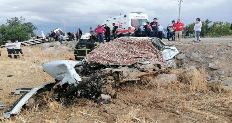 Aksaray'da otomobil oto kurtarma aracıyla çarpıştı: 2 ölü, 1 yaralı