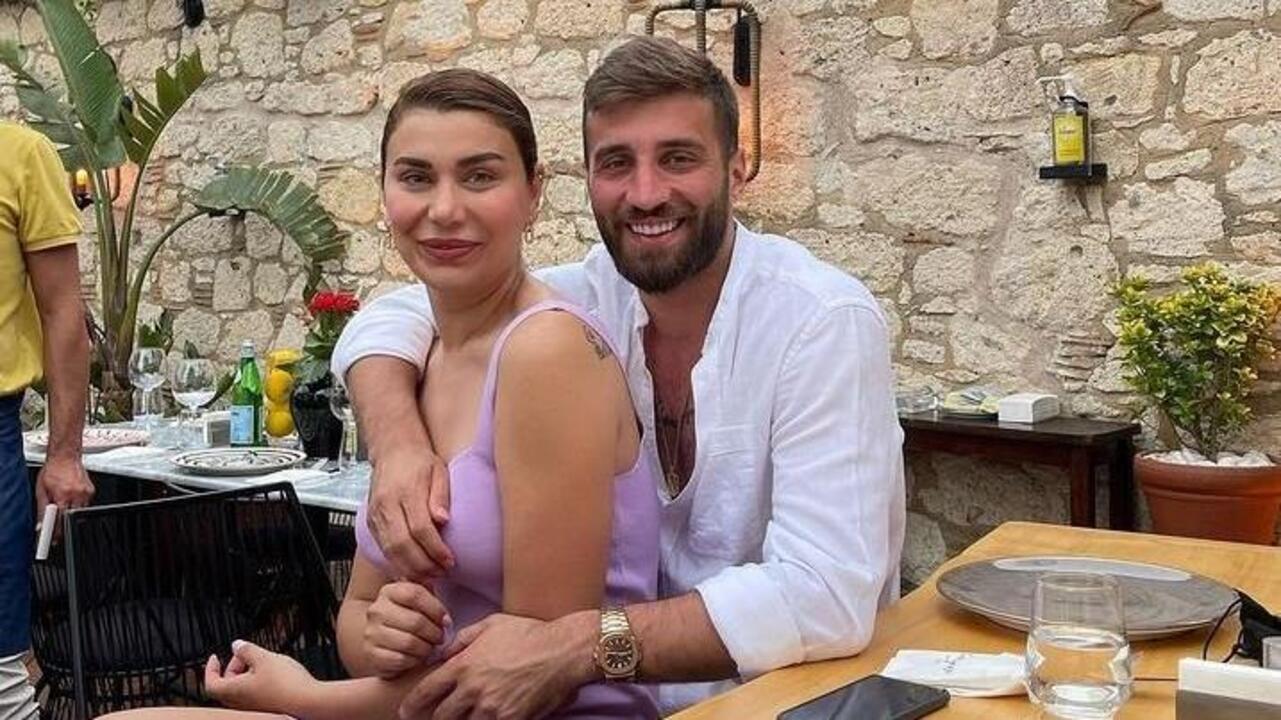 """Alpaslan Öztürk'ün eşi Ebru Şancı'dan esprili paylaşım: """"Benim peşimden böyle koşmadın"""""""
