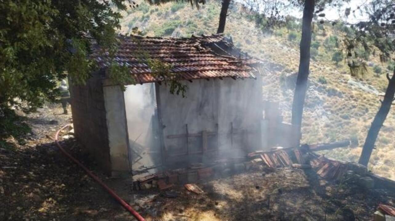 Antakya'da da yangın çıktı! Yerleşim yerlerine ilerleyen yangın kontrol altına alındı