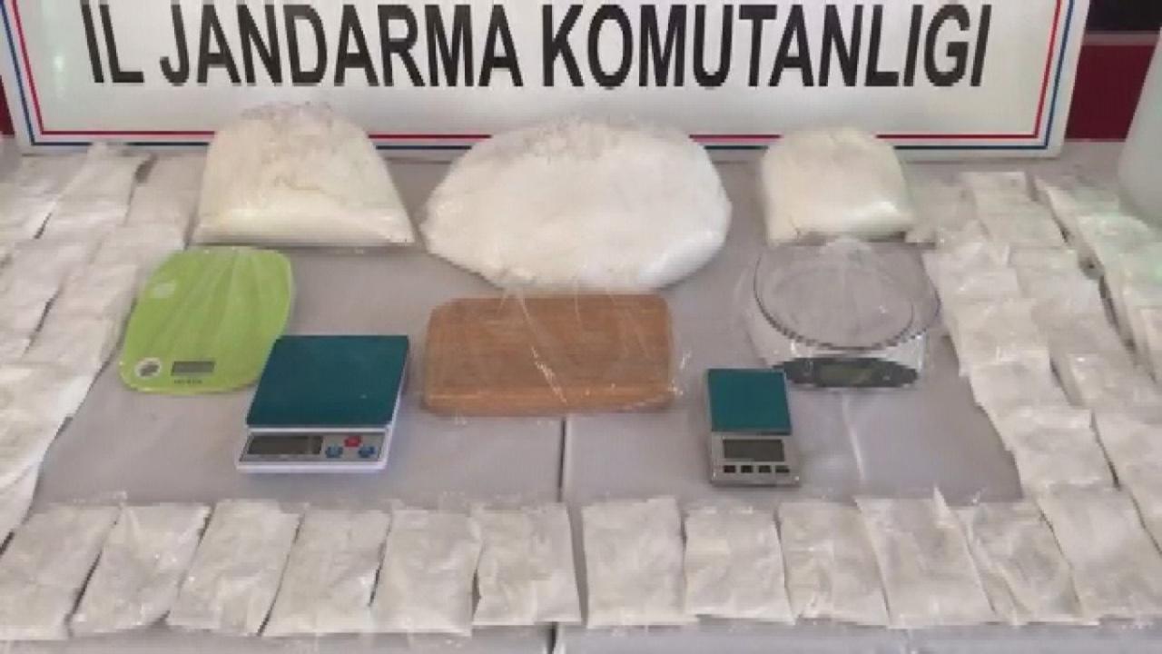İstanbul'da sıvı kokaini toz haline getirip satmaya hazırlanan iki kişi tutuklandı