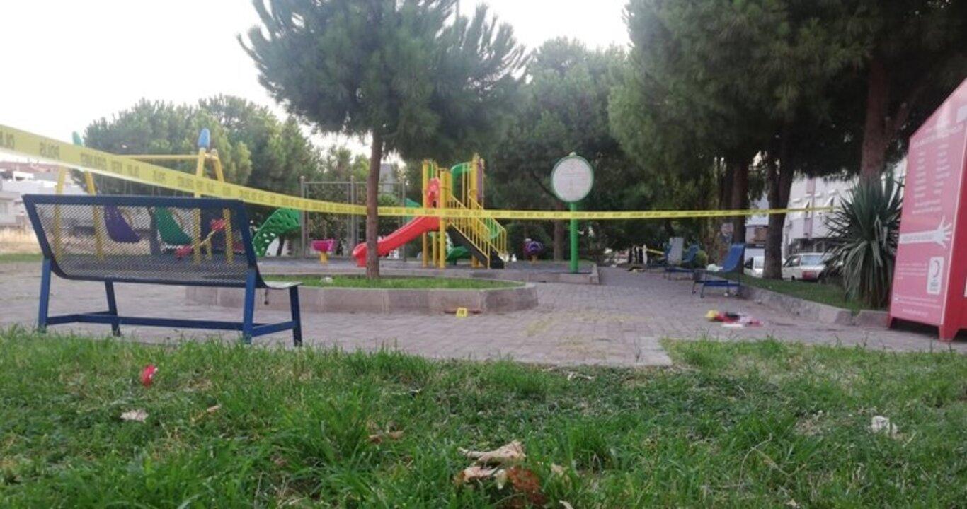 İzmir'de parkta çıkan bıçaklı sopalı kavgada 1 kişi hayatını kaybetti, 3 kişi yaralandı