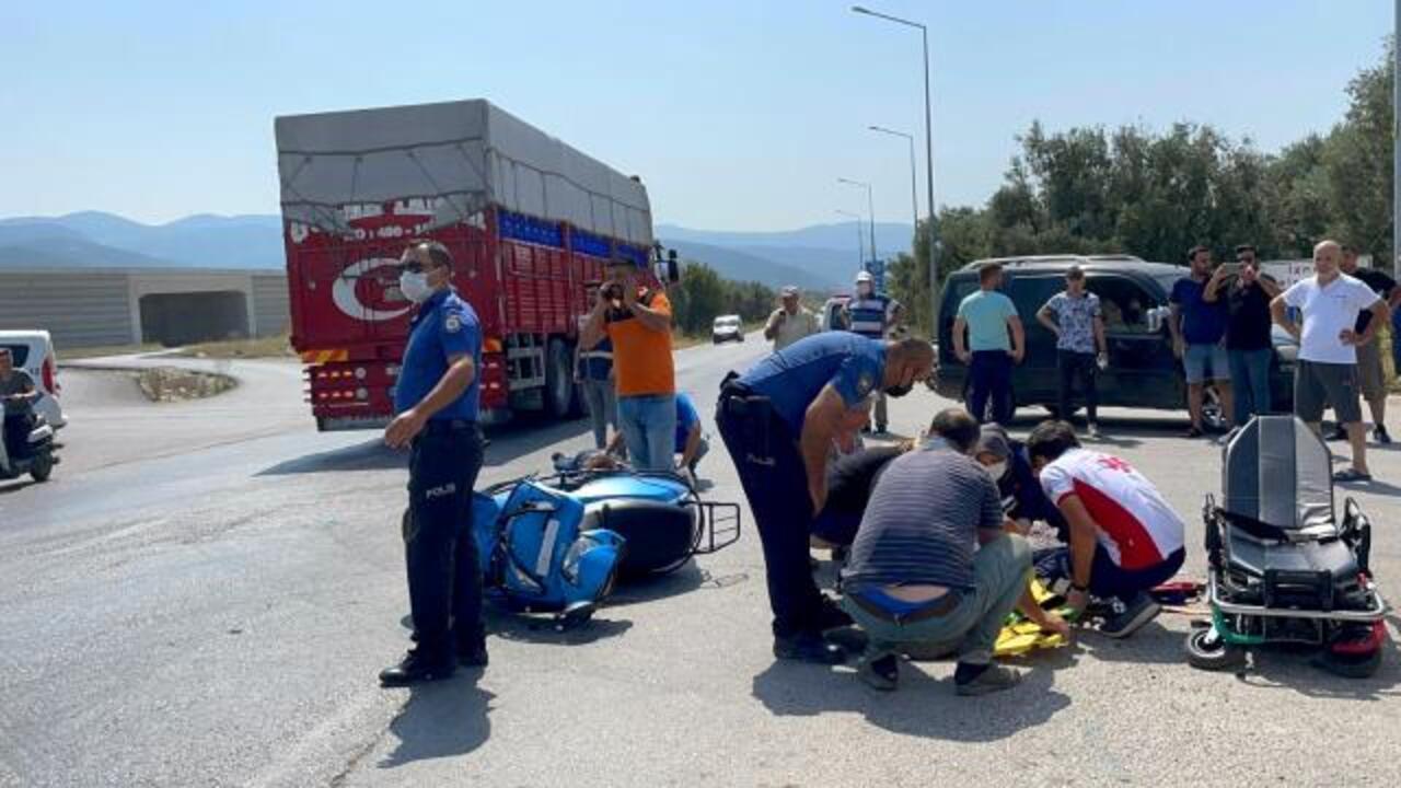 İznik'te motosiklet otomobille çarpıştı: 1'i ağır 2 yaralı