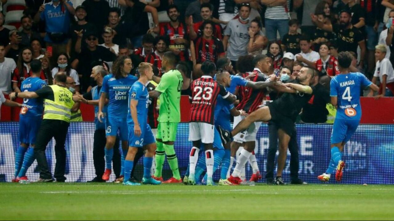 Nice Marsilya maçında ortalık karıştı! Taraftarlar sahaya indi