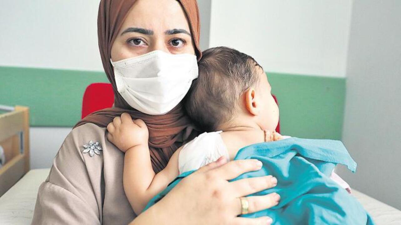 Samsun'da 2 yaşındaki bebek parkta sallanırken maganda kurşunuyla ağır yaralandı