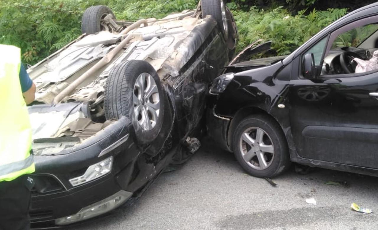 Trabzon'da otomobil takla attı: 3 yaralı